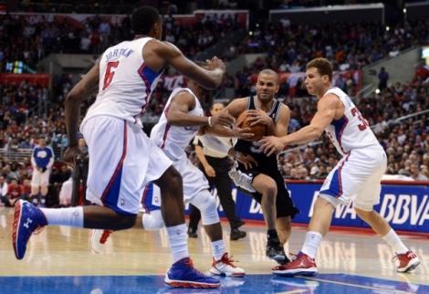 Parker trucidou a defesa do Clippers