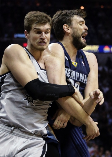 No Jogo 1 da final do Oeste, defesa do Spurs abusou do ataque do Grizzlies