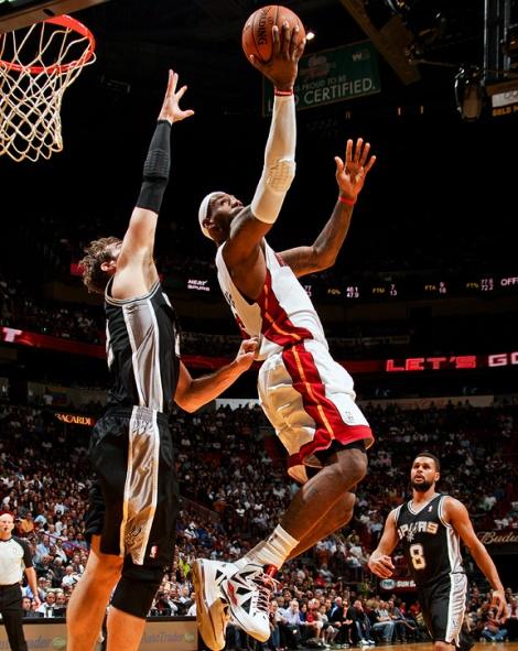 Conseguirá a defesa do Spurs anular LeBron?
